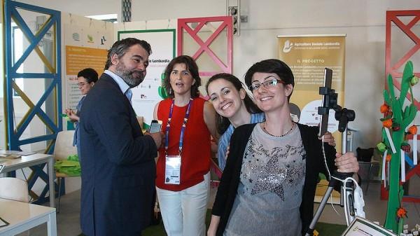 Staff di progetto presso lo stand di Agricoltura Sociale Lombardia in Cascina Triulza, Expo 2015