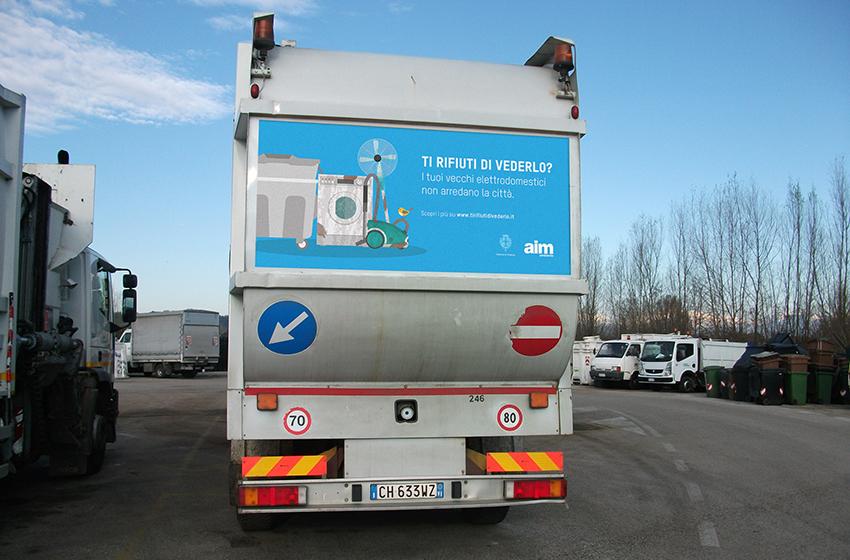 Campagna Abbandono rifiuti AIM Camion